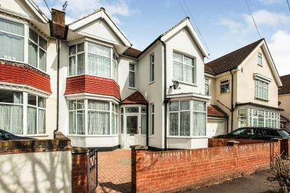 5 Bedrooms Semi Detached House for sale in Barking, Essex, England
