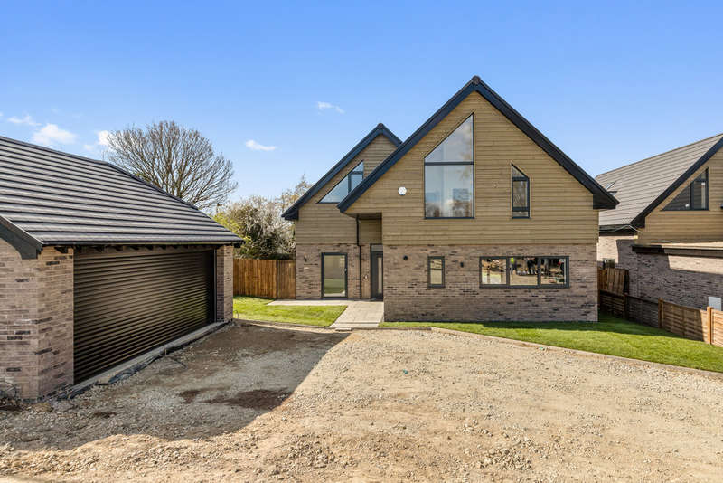 4 Bedrooms Detached House for sale in Iden Green, Benenden