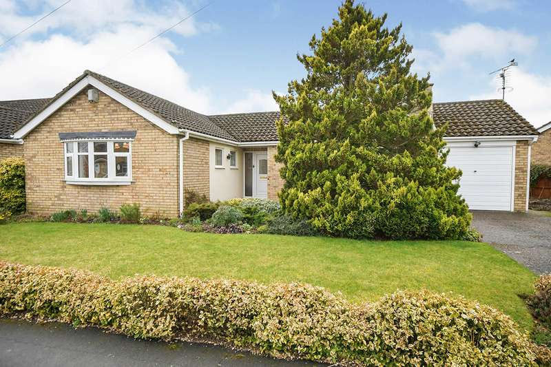 3 Bedrooms Detached Bungalow for sale in Coniston Drive, North Hykeham, Lincoln, Lincolnshire, LN6