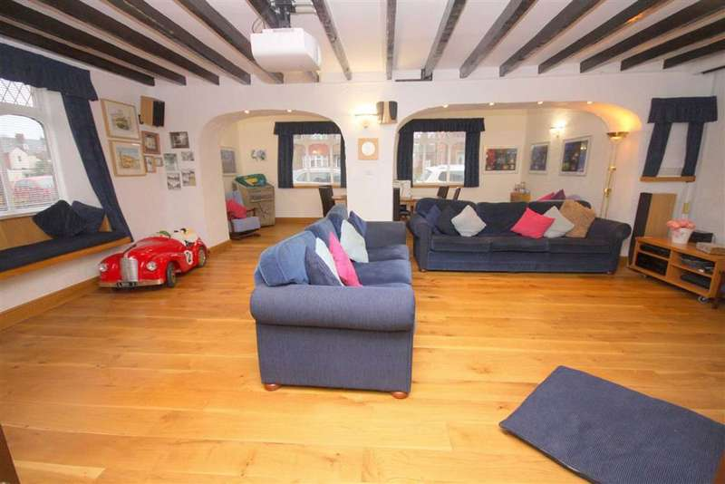 5 Bedrooms Detached House for sale in Post Office Lane, Preston Village, NE29