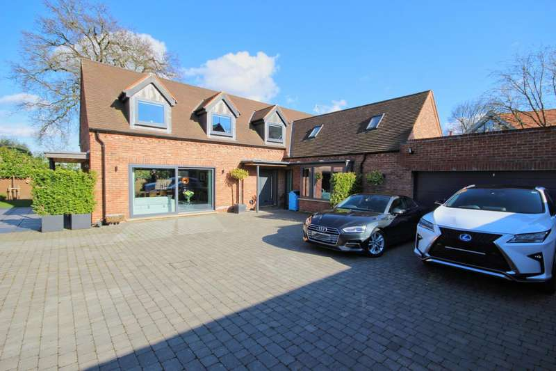 3 Bedrooms Detached House for sale in Old Court, Beverley