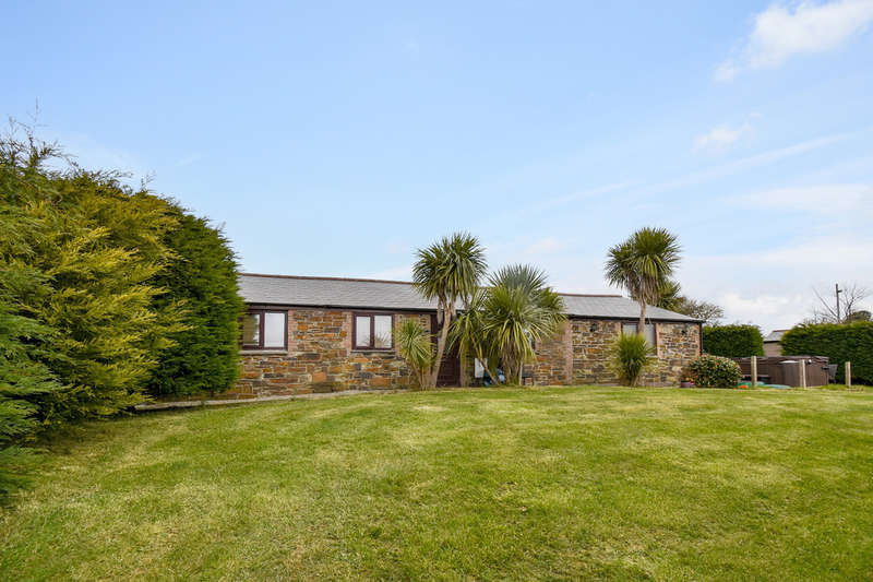 3 Bedrooms Detached Bungalow for sale in New Portreath Road, Redruth