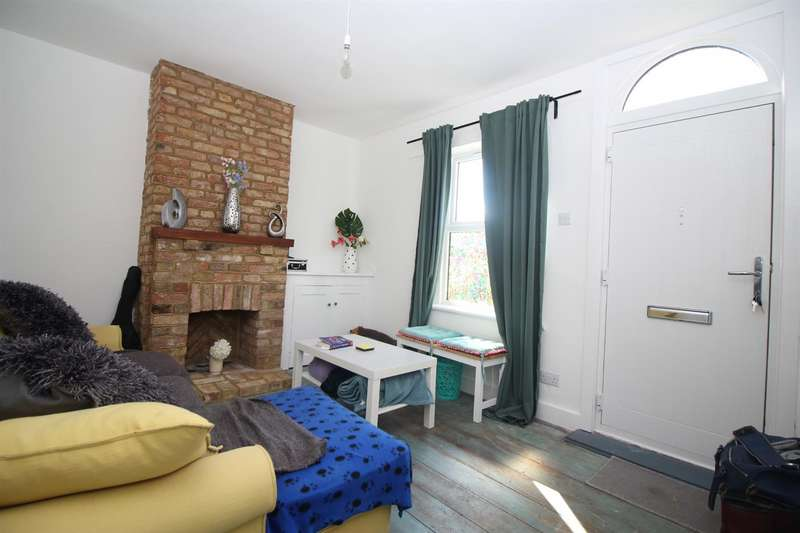 3 Bedrooms Terraced House for sale in Macers Lane, Broxbourne