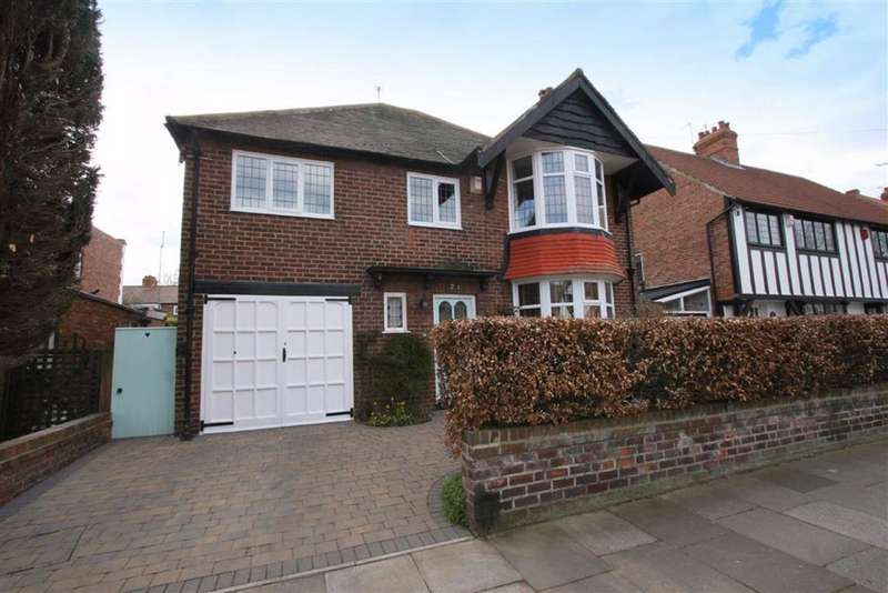 4 Bedrooms Detached House for sale in Seaton Crescent, Monkseaton, Tyne And Wear, NE25