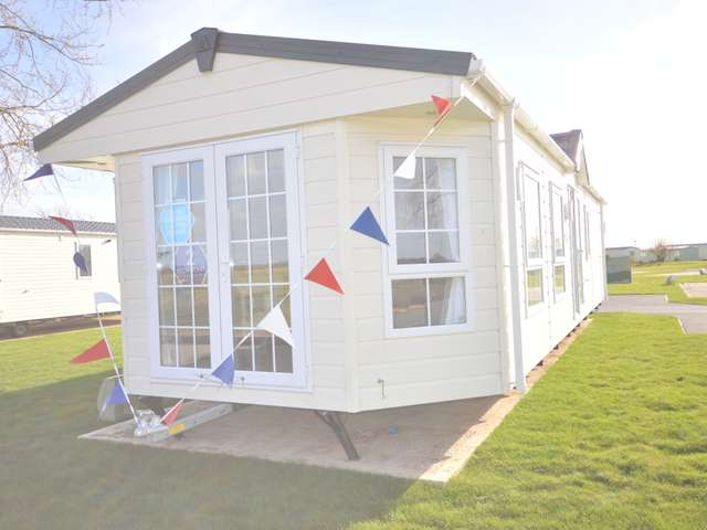 2 Bedrooms Lodge Character Property for sale in Steeple Bay, Steeple, Southminster