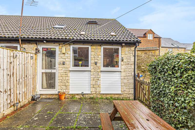 1 Bedroom End Of Terrace House for sale in Brackley, Northamptonshire, NN13