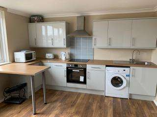 4 Bedrooms Maisonette Flat for sale in Dowdeswell Close, Roehampton, SW15