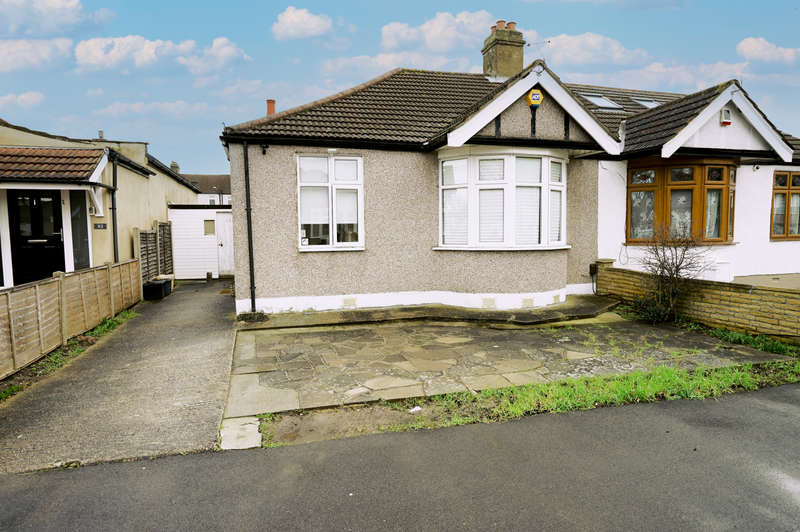 2 Bedrooms Bungalow for sale in Clinton Crescent, Hainault , IG6