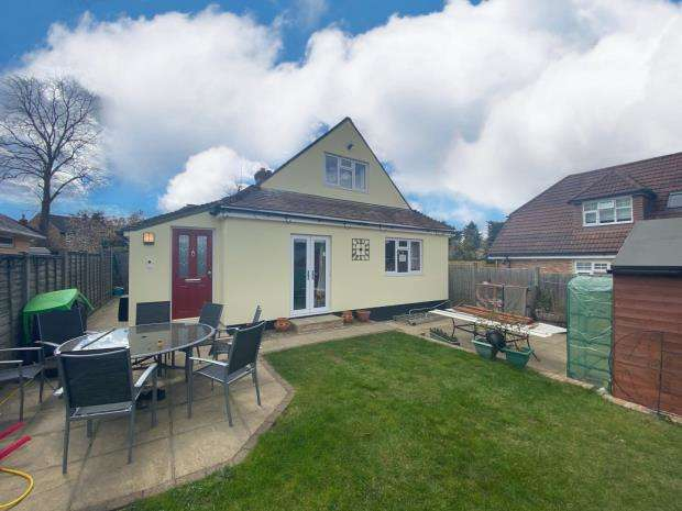 3 Bedrooms Semi Detached House for sale in Potley Hill Road, Yateley, Hampshire
