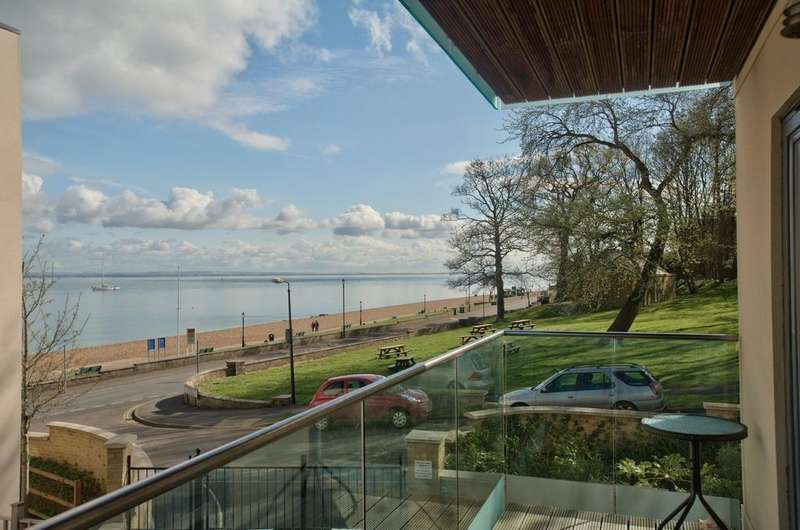 2 Bedrooms Flat for sale in Cowes, Isle of Wight
