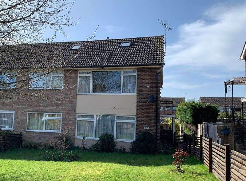 3 Bedrooms Detached House for sale in Broom Hill, COOKHAM, SL6