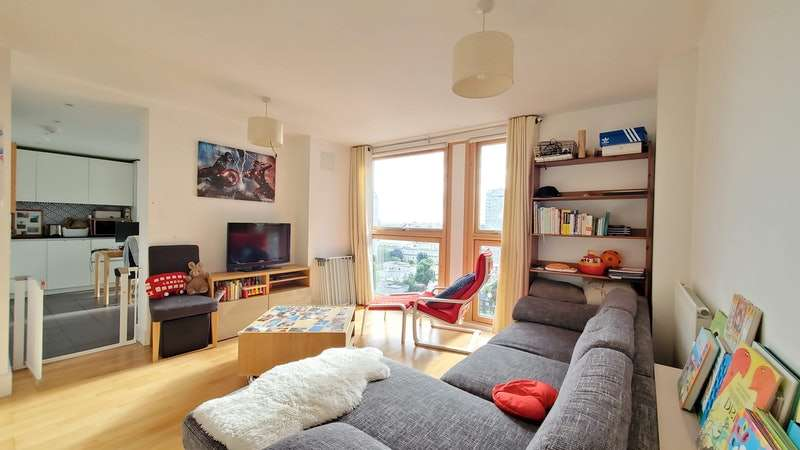 2 Bedrooms Flat for sale in Mastmaker Road, London, London, E14