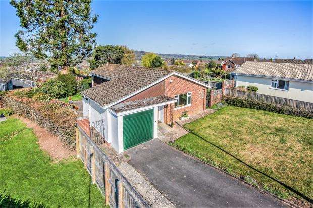 3 Bedrooms Detached Bungalow for sale in The Pines, Honiton, Devon