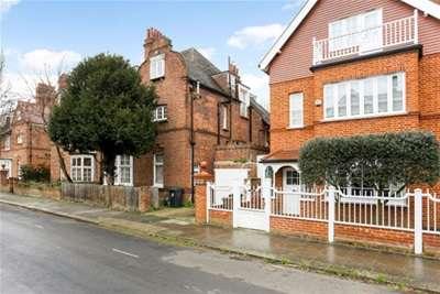 2 Bedrooms Flat for rent in Queen Annes Grove, Chiswick, W4