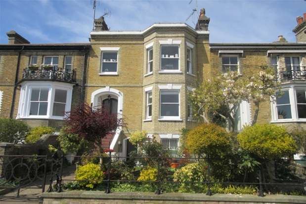 2 Bedrooms Property for sale in Prittlewell Square, Southend on Sea