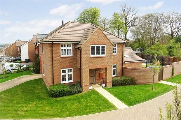 4 Bedrooms Detached House for sale in Adcock Road, Market Harborough, Leicestershire