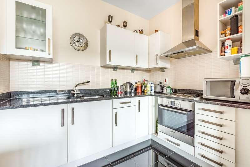 2 Bedrooms Flat for sale in Birdwood Avenue, London, London, SE13