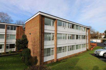 2 Bedrooms Flat for sale in Victoria Court, Leicester Road, Oadby, Leicester