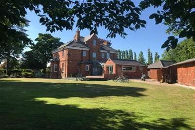 8 Bedrooms House for rent in Main Street, Torksey