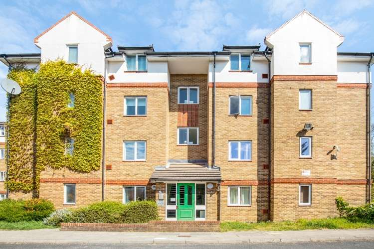2 Bedrooms Flat for sale in Beacon Gate London SE14