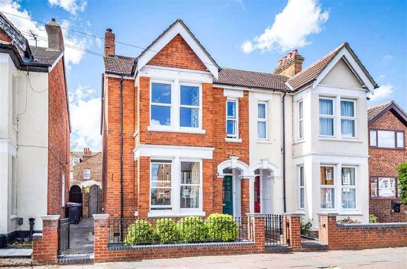 4 Bedrooms Semi Detached House for sale in Devon Road, Bedford