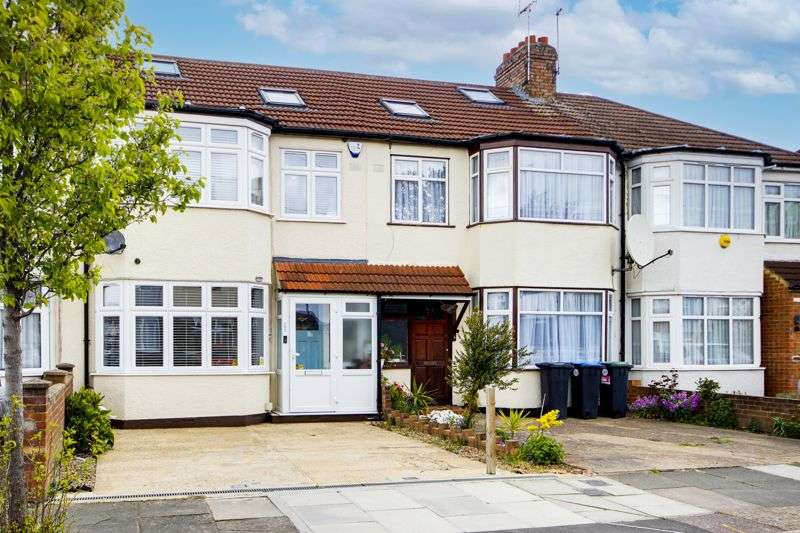 3 Bedrooms Property for sale in New Park Avenue, Palmers Green, N13
