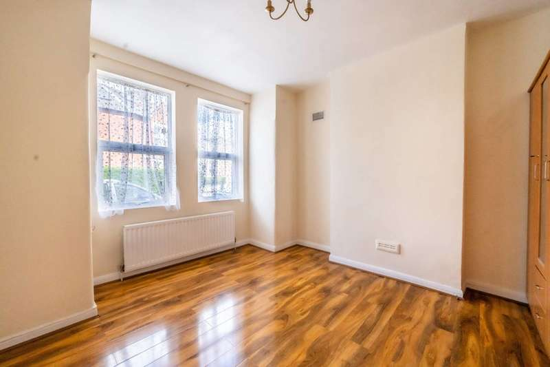 2 Bedrooms Maisonette Flat for sale in Boundary Road, Tooting, SW19