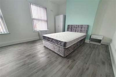 3 Bedrooms House for rent in Whitland Road, L6