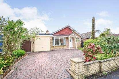 4 Bedrooms Bungalow for sale in Maple Grove, Penwortham, Preston, Lancashire, PR1