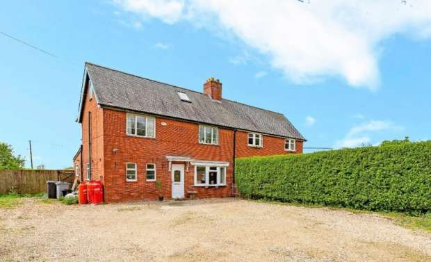 3 Bedrooms Semi Detached House for sale in Bridge End Road, Grantham, Lincolnshire, NG31 7TT