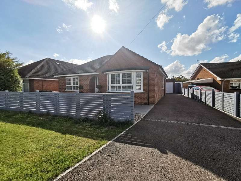 4 Bedrooms Bungalow for sale in Churchdown Lane, Hucclecote, Gloucester, GL3