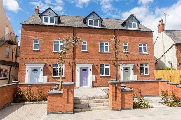 3 Bedrooms Town House for sale in Main Street, Fleckney, Leicestershire