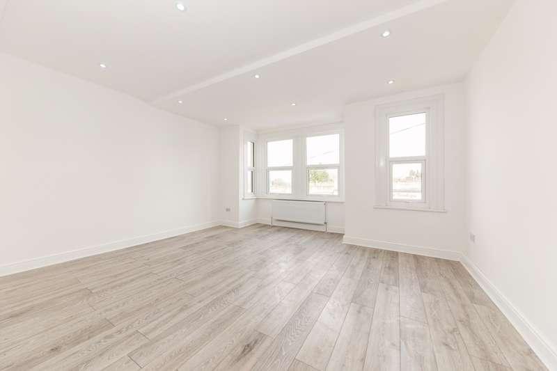 3 Bedrooms Flat for rent in Totteridge Lane London N20