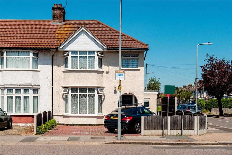 4 Bedrooms End Of Terrace House for sale in Wards Road, Newbury Park, Ilford, IG2