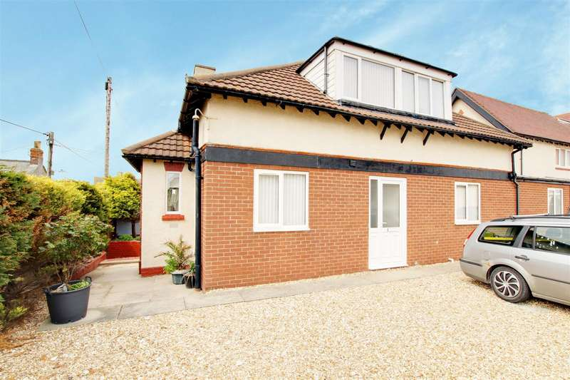 5 Bedrooms Semi Detached House for sale in Queens Park Close, Mablethorpe