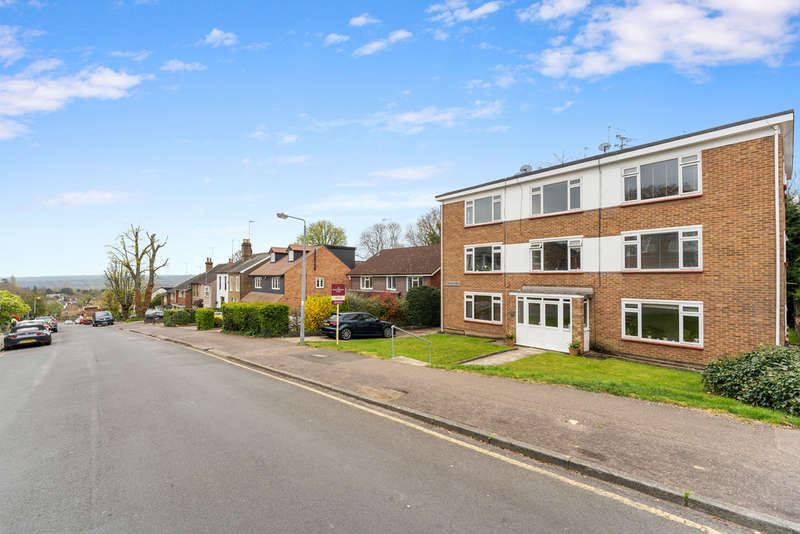 1 Bedroom Flat for sale in Russell Road, Buckhurst Hill