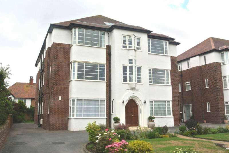 2 Bedrooms Flat for sale in Windsor Court, Clifton Drive, Lytham St Annes, FY8 1HQ