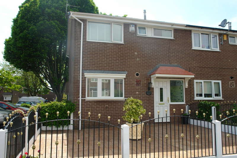 3 Bedrooms End Of Terrace House for sale in Arden Street, Chadderton
