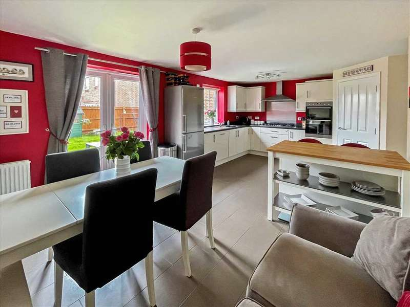 4 Bedrooms Detached House for sale in Justinian Way, North Hykeham, Lincoln