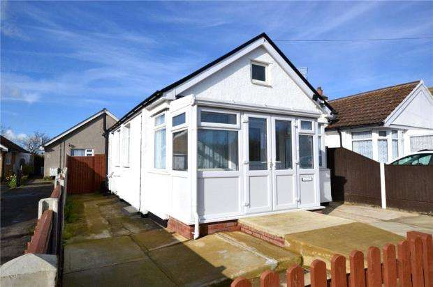 1 Bedroom Detached Bungalow for sale in Golf Green Road, Jaywick, Clacton-on-Sea