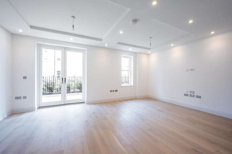 2 Bedrooms Flat for rent in Atkinson Close, Copse Hill, SW20