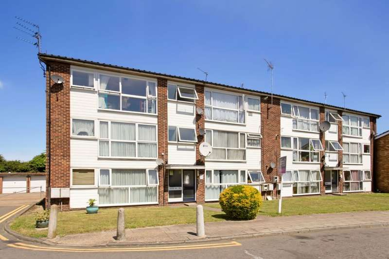 2 Bedrooms Flat for sale in St. Peters Close, Newbury Park , Ilford, IG2