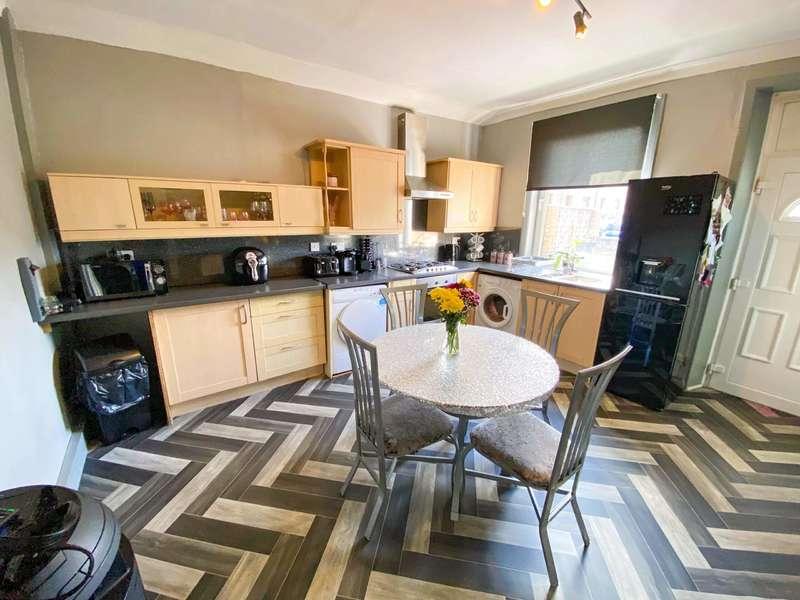 3 Bedrooms End Of Terrace House for sale in Robert Street, Waterfoot, Rossendale