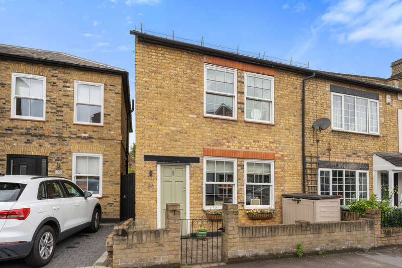 3 Bedrooms End Of Terrace House for sale in Forest Road, Loughton