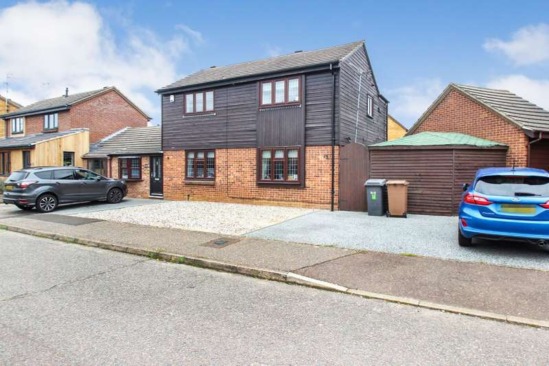 3 Bedrooms Detached House for sale in Beardsley Drive, Chelmsford