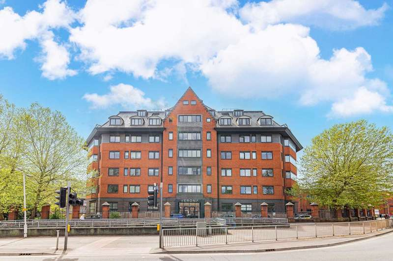 1 Bedroom Apartment Flat for sale in Wellington Street, Slough