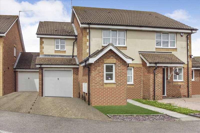 3 Bedrooms Semi Detached House for sale in Moor Furlong, Cippenham, Slough