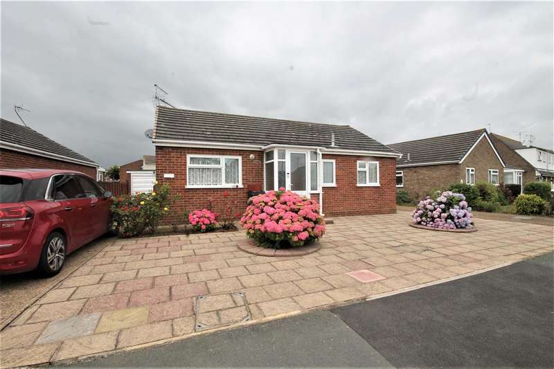 2 Bedrooms Bungalow for sale in Flatford Drive, Clacton on Sea