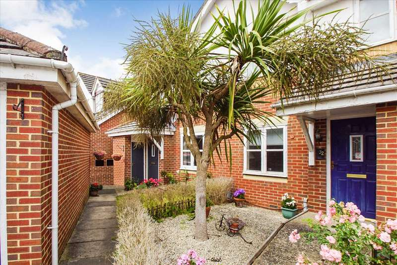 3 Bedrooms Semi Detached House for sale in Gervaise Close, Cippenham, Slough