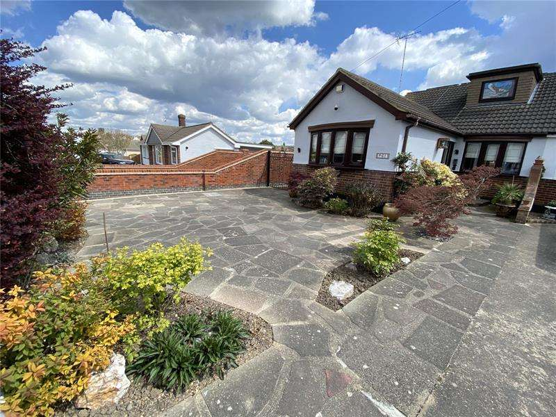 4 Bedrooms Semi Detached House for sale in Grovewood Avenue, Leigh-on-Sea, Essex, SS9